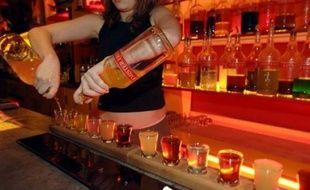 Les députés ont voté lundi l'interdiction de la vente d'alcool aux moins de 18 ans après avoir autorisé avec quelques restrictions la publicité pour les vins, bière, spiritueux...sur internet pour la première fois officiellement en France.