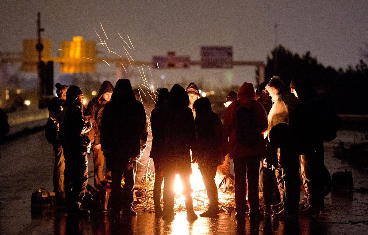 Des opposants au projet d'aéroport de Notre-Dame-des-Landes bloquent le périphérique nantais, le 9 janvier 2015.  – JEAN-SEBASTIEN EVRARD / AFP