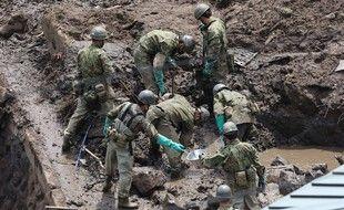Les recherches continuent à Atami, au Japon, 15 jours après la coulée de boue qui a fait 1 morts.