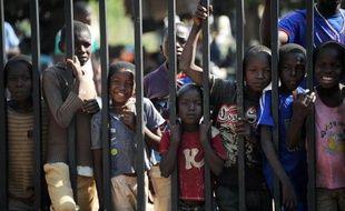 Des enfants dans un camp de déplacés, le 15 décembre 2013 à Bangui
