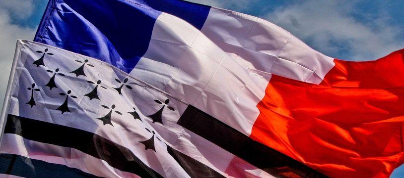 Illustration des drapeaux français et breton.
