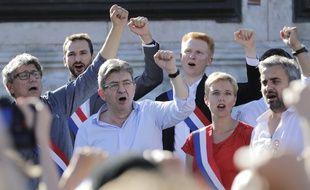 Jean-Luc Mélenchon, place de la République à Paris, n'a pas assisté au discours de Macron au Congrès.