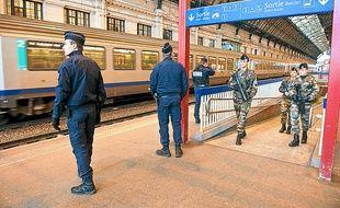 Illustration de militaires à la gare de Bordeaux Saint-Jean.