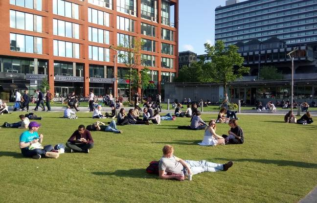 Mercredi après-midi, à Piccadilly square (Manchester)