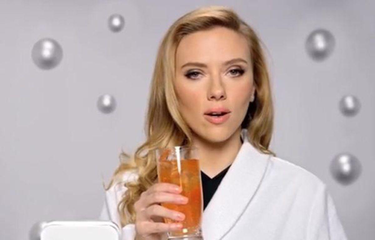 Capture d'écran de la publicité pour SodaStream avec Scarlett Johansson. – Youtube