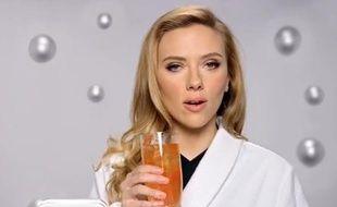 Capture d'écran de la publicité pour SodaStream avec Scarlett Johansson.