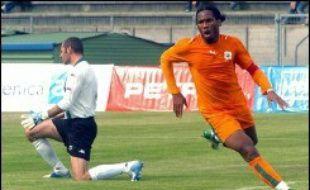 La Côte d'Ivoire s'est rassurée en clôturant sa série de matches de préparation au Mondial-2006 de football sur une nette victoire face à une faible équipe de Slovénie dimanche (3-0) à Bondoufle en banlieue parisienne, avec un doublé de Didier Drogba à la clé.