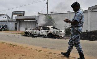 Des inconnus ont attaqué samedi à Abidjan le siège du parti de l'ex-président Laurent Gbagbo, le Front populaire ivoirien (FPI), faisant trois blessés légers et provoquant un nouvel accès de tension alors que l'armée est depuis deux semaines la cible de commandos.