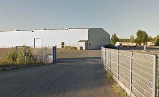 Le hangar qui doit accueillir le projet contesté.