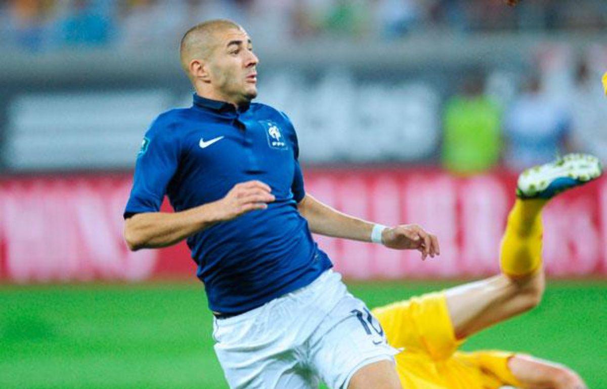 Karim Benzema lors du match qualificatif pour l'Euro 2012 contre la Roumanie à Bucarest, le 6 septembre 2011. – DANIEL MIHAILESCU / AFP