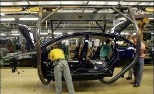 Les suicides en mai de trois ouvriers de PSA à Mulhouse s'ajoutent à une liste déjà longue dans l'automobile, où se concentrent pressions économiques et pratiques de management par le stress, favorisant un mal être visible désormais à tous les niveaux hiérarchiques.