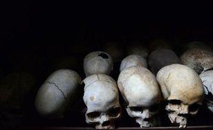 Crânes conservés pour commémorer le génocide de Nyamata, à l'intérieur de l'église catholique où des milliers de personnes ont été massacrées en 1994 au Rwanda