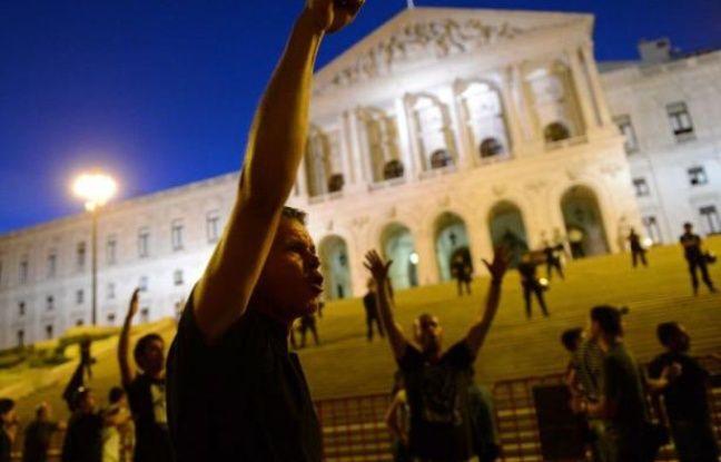 Plus d'une centaine de milliers de personnes ont manifesté samedi à Lisbonne et dans plusieurs villes du Portugal contre les mesures d'austérité du gouvernement de centre-droit qui a récemment mis le feu aux poudres en annonçant un renforcement de la rigueur.