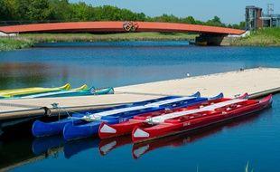 Des bateaux pour pratiquer l'aviron.