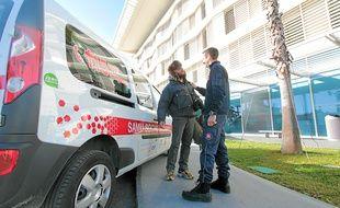 Les maraudeurs assurent le suivi des consultations médicales, ici à l'hôpital de Cannes.