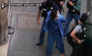 Document exclusif d'ITélé montrant Ayoub El Khazzani à son arrivée au Palais de Justice.