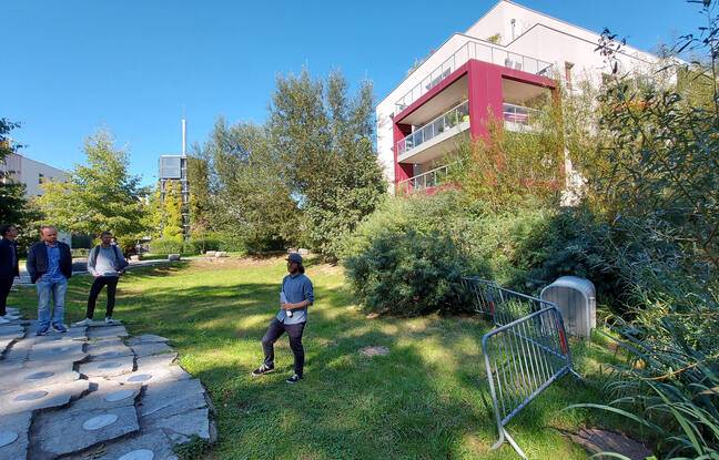 Présentation des dispositifs de mesures d'impact environnemental des peintures urbaines à Schiltigheim.
