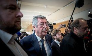 """Paris, le 13 mai 2019. Patrick Balkany arrive avec son avocat Eric Dupond Moretti au tribunal de Paris. Il est jugé pour """"fraude fiscale""""."""