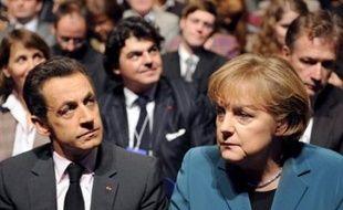 Nicolas Sarkozy et Angela Merkel se retrouvent lundi soir pour un dîner de travail à Hanovre (nord de l'Allemagne), alors qu'un malaise persistant affecte les relations franco-allemandes, notamment autour du projet d'Union méditerranéenne défendu par la France.