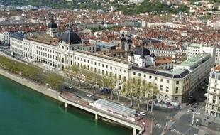 Le Grand Hôtel-Dieu à Lyon, sur les quais du Rhône.