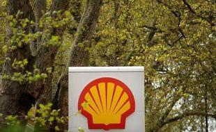 Le groupe anglo-néerlandais Shell a signé avec le chinois CNPC le premier accord d'exploration, de développement et de production de gaz de schiste en Chine, selon un communiqué.