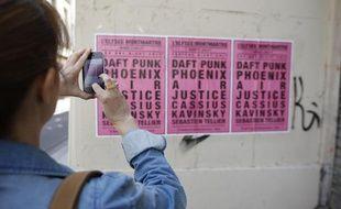Une affiche pour de faux concerts rue Beaubourg à Paris, le 5 juin 2013.