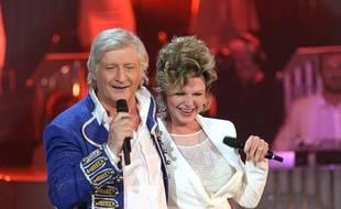 Patrick Sébastien et Jeane Manson dans l'émission de divertissement «Les années bonheur», diffusée sur France 2 le 8 juin 2013.