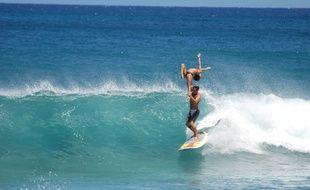 Les Girondins Rico Leroy et Sarah Burel en plein entraînement de surf tandem.