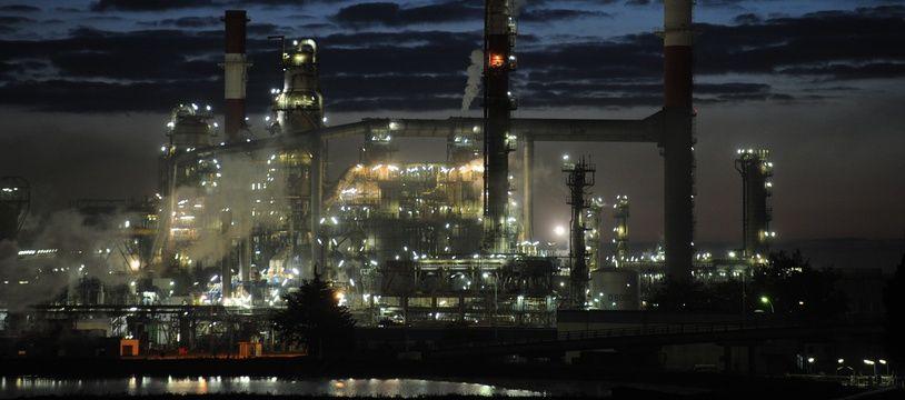 DONGES, le 18/10/2010 La raffinerie de Donges, la nuit