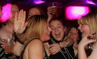 Des Anglaises lors d'une séance de «binge drinking» entre copines.