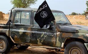 Un drapeau de l'état islamique en Afrique de l'Ouest