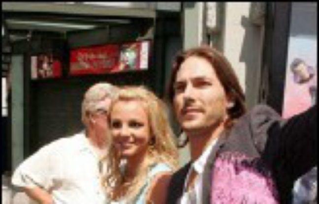 La chanteuse Britney Spears et son mari Kevin Federline, ont reçu la semaine dernière la visite des services de protection de l'enfance à leur domicile après avoir été alertés que leur bébé de 7 mois était tombé et souffrait de maux de tête, a indiqué le Los Angeles Times mercredi.