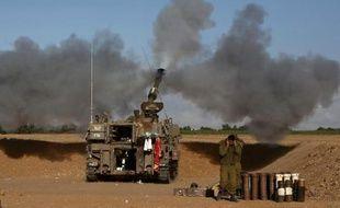 L'artillerie israélienne tire sur la bande de Gaza le 17 juillet 2014