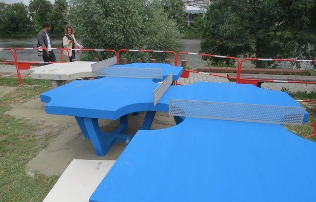 D'étranges tables de ping-pong quai François Mitterrand à Nantes
