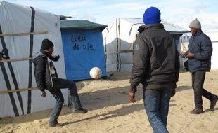 Une partie du camp de Calais où logent les Soudanais du Darfour.