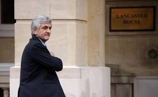 """Le président du Nouveau Centre et ex-ministre de la Défense, Hervé Morin, a exprimé lundi """"une détermination renforcée"""", après le remaniement dont les centristes de la majorité sortent grands perdants, s'étant fixé comme """"cap"""" de rassembler cette famille pour 2012."""