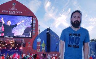 Interdit de déplacement en Russie, les amis de Javier trimbalent une silhouette en carton à son effigie à la Coupe du monde 2018