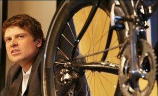 Le grand déballage dans le cyclisme allemand s'est poursuivi samedi avec de nouvelles révélations de Jef d'Hont, ancien soigneur de l'équipe Telekom, qui a affirmé avoir injecté de l'EPO à Jan Ullrich, vainqueur du Tour de France 1997.