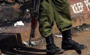 Un Britannique de 29 ans converti à l'islam a été arrêté en décembre au Kenya, soupçonné d'être à la tête d'une filière de recrutement pour des combattants islamistes affiliés à Al-Qaïda préparant des attentats, écrit dimanche le Sunday Times.