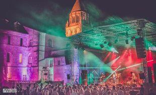 Le Coconut Music Festival a lieu à l'ombre de l'Abbaye aux Dames à Saintes
