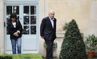 Dominique Strauss-Kahn et Anne Sinclair à leur retour place de Vosges, dans le IVe arrondissement de Paris, dimanche 4 septembre 2011.