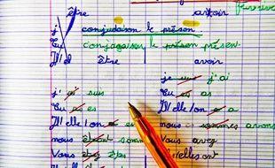 La conjugaison, passion française. Ici, un exercice de CM2 en 2016