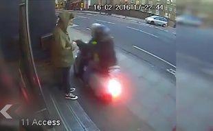 Multiples vols à l'arraché en scooter! - Le Rewind (video)