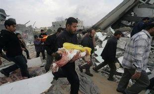"""Israël reprendra l'offensive contre le Hamas dans la bande de Gaza et même l'intensifiera """"si nécessaire"""", a de son côté affirmé le ministre de la Défense Ehud Barak."""