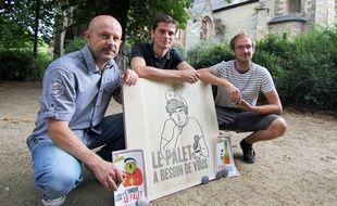 Eric Prévert,  Vincent Ogloblinsky et Benjamin Keltz (de g. à d.) travaillent sur un livre autour du palet.