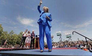 Hillary Clinton après son discours à New York, en présence de son mari Bill Clinton et de leur fille Chelsea.
