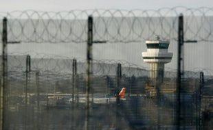 La tour de contrôle de l'aéroport de Gatwick dans le Sussex, au Royaume-Uni, le 19 novembre 2008