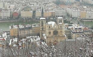 Lyon, le 23 Janvier 2019 Deux à cinq centimètres de neige sont tombés sur la ville de Lyon pendant la nuit mais aussi au petit matin.