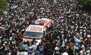 Funérailles du chanteur Amjad Sabri dans les rues de Karachi au Pakistan, le 23 juin 2016