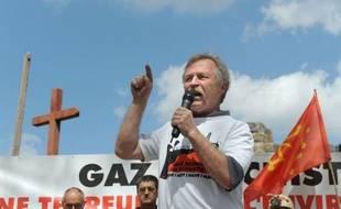 L'eurodéputé européen José Bové a réclamé la remise à plat de la politique gouvernementale sur les gaz de schiste et la suspension de toutes les autorisations d'exploration en cours, samedi sur France Inter.